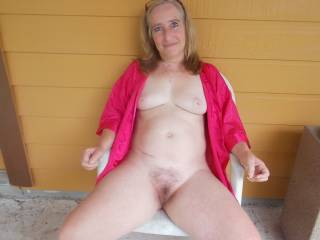 I'd love to be a friend. Lovely lady, pretty pussy. Love that pussy hair.