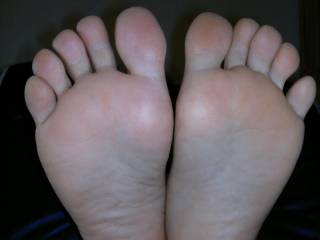 Hubby, come lick my soles, now!