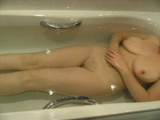 one of the sext'est pictures seen here. such a great body. 50 my arse, more like in the 30's. lol
