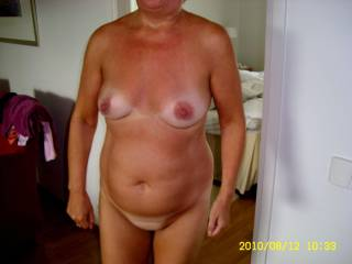 Do you like her mature body...........