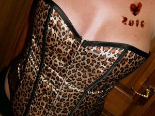 leopardskin invite... and chocolate tattoo...