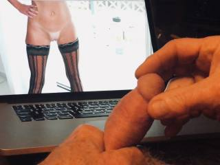 A day is not complete without masturbating with BlondJulie.