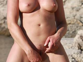 getting horney - I found a stone and had some hot idea.  I love to see you cum on me. Dana