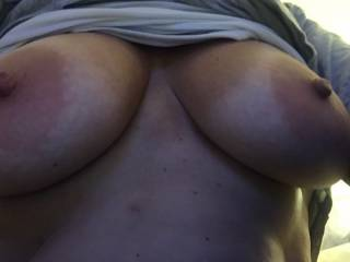 love when she sends me surprise pics if her great tits.